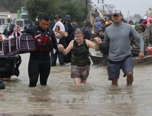 La ciudad estadounidense de Houston impone el toque de queda tras el huracán Harvey - ảnh 1