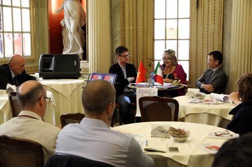 Académica italiana publica un libro sobre la soberanía de Vietnam en los territorios marítimos - ảnh 1