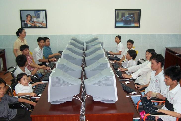 Vietnam crea oportunidades laborales para los discapacitados - ảnh 1