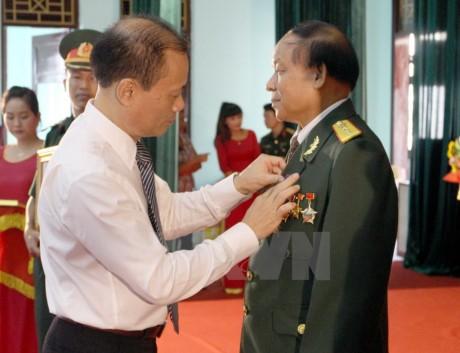 Trao tặng Huân, Huy chương tặng quân tình nguyện và chuyên gia Việt Nam tại Lào  - ảnh 1