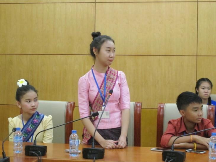 Đoàn thanh thiếu nhi kiều bào Lào về thăm Việt Nam - ảnh 2