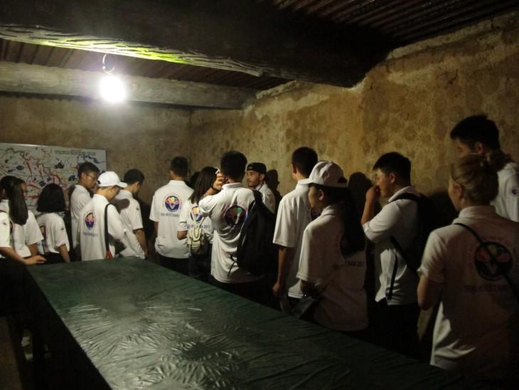 Thanh niên kiều bào tham quan địa đạo Củ Chi và Bảo tàng chứng tích chiến tranh - ảnh 6