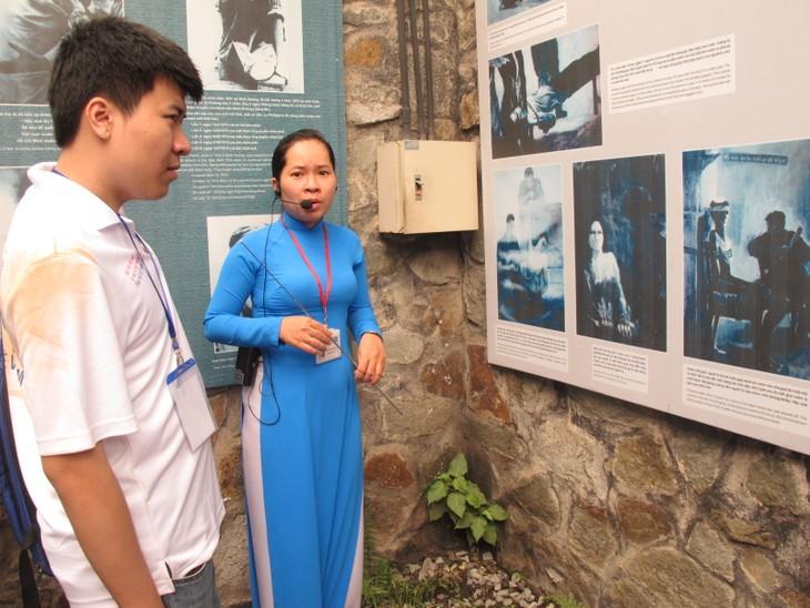 Thanh niên kiều bào tham quan địa đạo Củ Chi và Bảo tàng chứng tích chiến tranh - ảnh 8