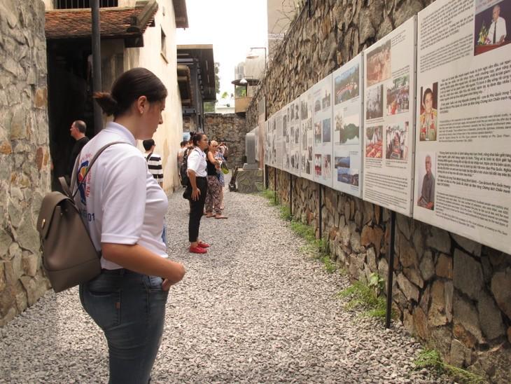 Thanh niên kiều bào tham quan địa đạo Củ Chi và Bảo tàng chứng tích chiến tranh - ảnh 9