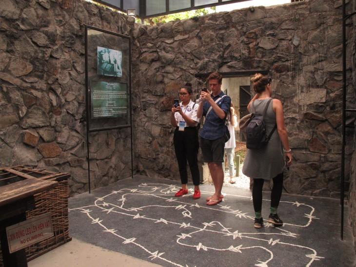 Thanh niên kiều bào tham quan địa đạo Củ Chi và Bảo tàng chứng tích chiến tranh - ảnh 10