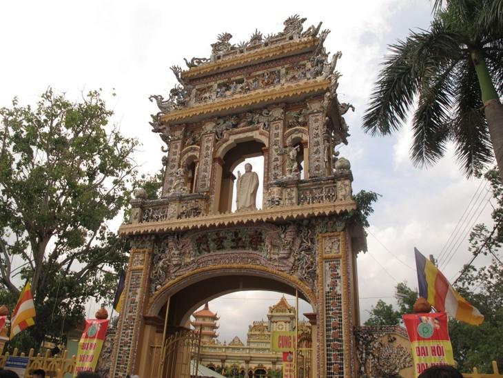 Đoàn thanh thiếu niên kiều bào thăm chùa Vĩnh Tràng, Tiền Giang - ảnh 6