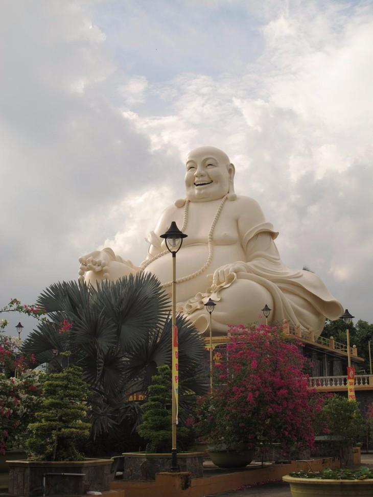 Đoàn thanh thiếu niên kiều bào thăm chùa Vĩnh Tràng, Tiền Giang - ảnh 8