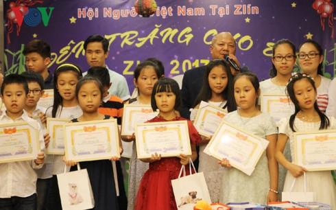 Trung thu muộn đầm ấm của người Việt tại vùng biên giới Séc - ảnh 3