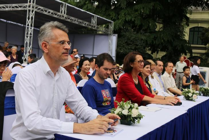 """Ông Emmanuel Labrande """"Chúng tôi tha thiết muốn đọc tác phẩm Việt Nam được dịch ra tiếng châu Âu"""" - ảnh 1"""