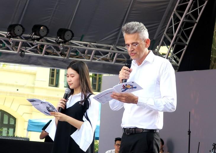 """Ông Emmanuel Labrande """"Chúng tôi tha thiết muốn đọc tác phẩm Việt Nam được dịch ra tiếng châu Âu"""" - ảnh 3"""