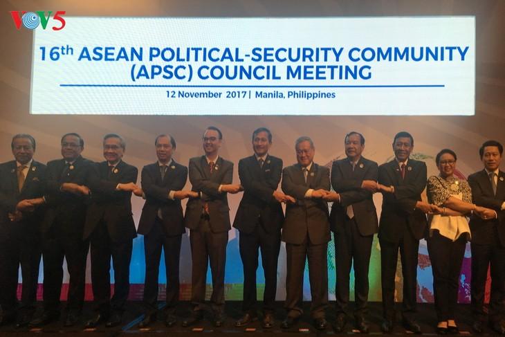 Réunion ministérielle préparatoire au 31ème sommet de l'ASEAN - ảnh 2