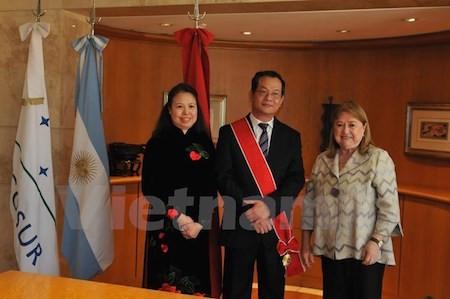 Argentina concede Orden de Mayo de Gran Cruz al embajador vietnamita - ảnh 1
