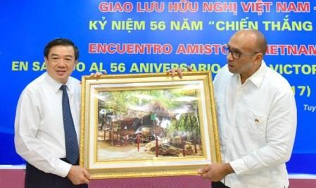 Efectúan intercambio amistoso Vietnam-Cuba  - ảnh 1