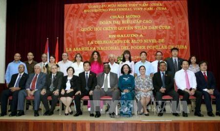 Celebran en Hanoi Encuentro amistoso Vietnam-Cuba - ảnh 1
