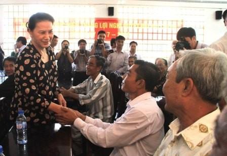 Dirigentes del Parlamento de Vietnam contactan con votantes sureños  - ảnh 1