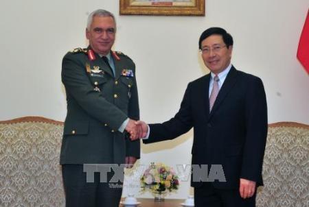 Vietnam y Unión Europea afianzan cooperación en defensa  - ảnh 1