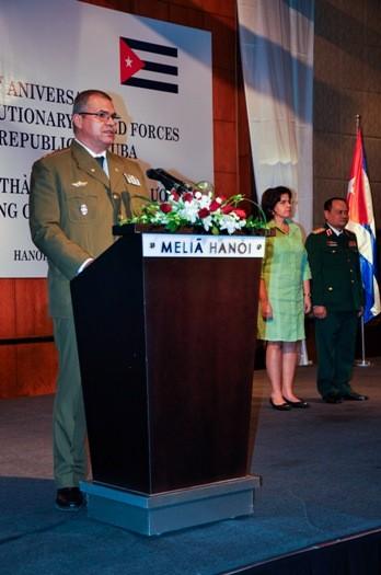 Celebran en Vietnam el 61 aniversario de las Fuerzas Armadas cubanas - ảnh 1