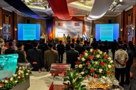 Celebran en Vietnam el 61 aniversario de las Fuerzas Armadas cubanas - ảnh 2