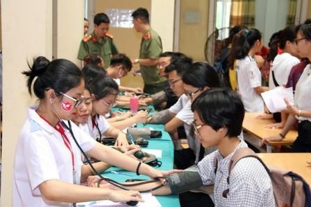 Más actividades en Vietnam en saludo al Día Internacional de Donantes de Sangre  - ảnh 1