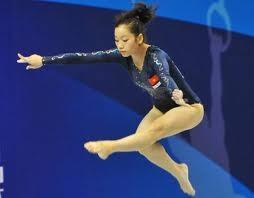 Para atlet Vietnam berpartisipasi pada turnamen-turnamen di kawasan dan dunia. - ảnh 1