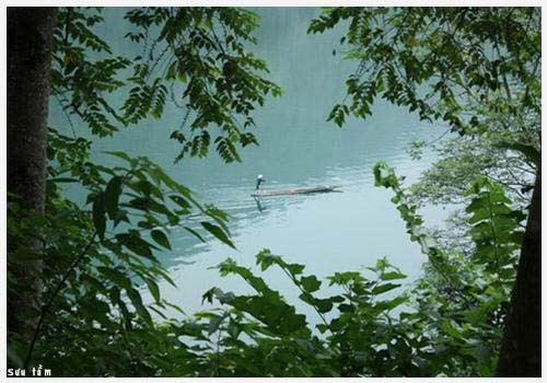 Pemandangan alam danau Ba Be di provinsi Bac Kan - ảnh 1