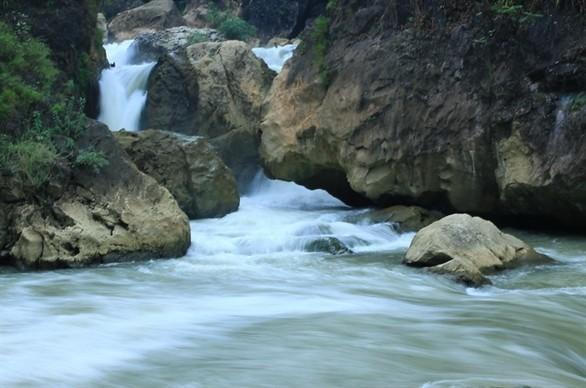 Pemandangan alam danau Ba Be di provinsi Bac Kan - ảnh 4