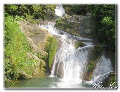 Pemandangan alam danau Ba Be di provinsi Bac Kan - ảnh 2