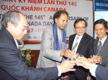 Rapat umum memperingati Ult ke-40 penggalangan hubungan diplomatik Vietnam-Kanada - ảnh 1