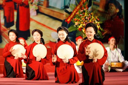 Mengembangkan nilai dari pusaka budaya non kebendaan nyanyian lagu rakyat Xoan - ảnh 1