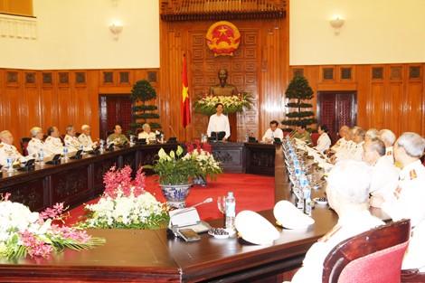 PM Nguyen Tan Dung bertemu dengan wakil veteran perang dan pemuda pembidas - ảnh 1