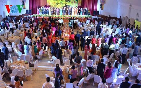 Kaum diaspora Vietnam di Thailand menyongsong Hari Raya Tet lebih awal - ảnh 1