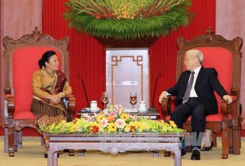 Sekjen KS PKV, Nguyen Phu Trong menerima Utusan Istimewa dari Sekjen Partai RR Laos - ảnh 1