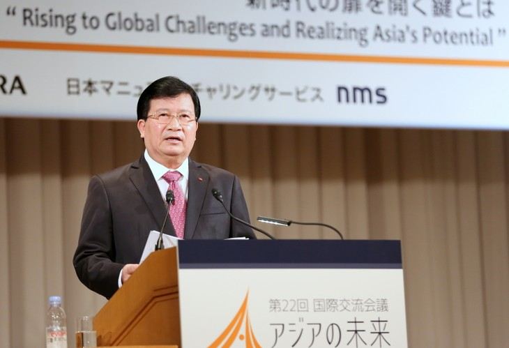 Deputi PM Vietnam, Trinh Dinh Dung  menemui Kepala Kantor Kabinet Jepang, Yoshidide Suga - ảnh 1