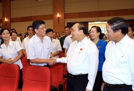 PM Vietnam, Nguyen Xuan Phuc  menerima pemilih kota Hai Phong - ảnh 1