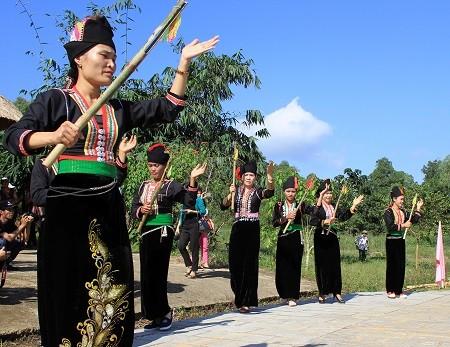 Budaya berkeyakinan dari warga etnis minoritas Kho Mu - ảnh 1