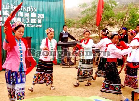 Nyanyian lagu rakyat  Tom-  nyanyian lagu rakyat istimewa dari warga etnis Kho Mu - ảnh 1