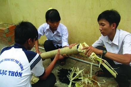 Sekolah Menengah Atas An Lac Thon menyebarkan benih  cinta terhadap ilmu pengetahuan - ảnh 1