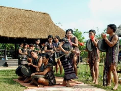 Adat- istiadat dan keyakinan warga etnis minoritas H're  - ảnh 2
