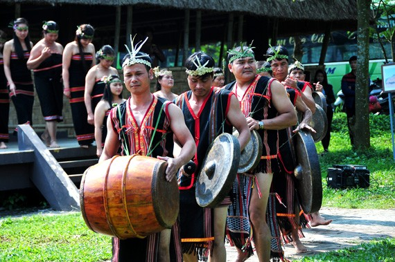 Warga etnis minoritas Gie Trieng di daerah perbatasan Vietnam- Laos - ảnh 1