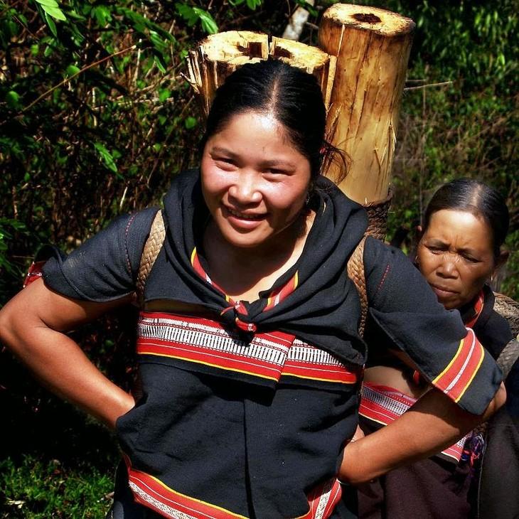 Pakaian dari warga etnis minoritas Gie Trieng - ảnh 1