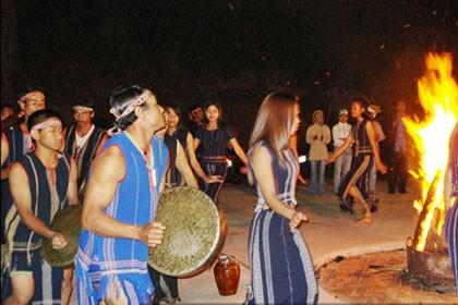 Etnis minoritas Chu-ru masih melestarikan aspek-aspek budaya yang khas di daerah Tay Nguyen - ảnh 1