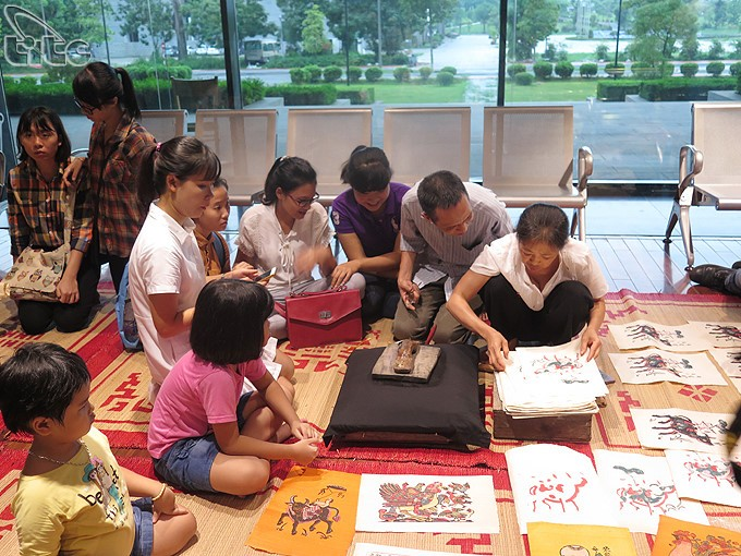 Twelve typical Vietnamese folk paintings exhibit in Ha noi - ảnh 5