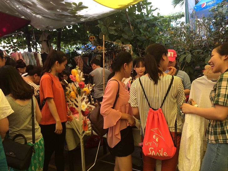 Vintage- Art Flea market in Ha Noi - ảnh 1