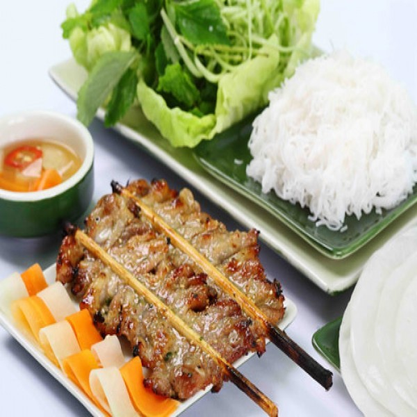 Vietnamese grilled bamboo stick pork with noodle - ảnh 2