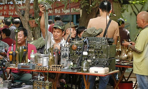 Vintage- Art Flea market in Ha Noi - ảnh 5
