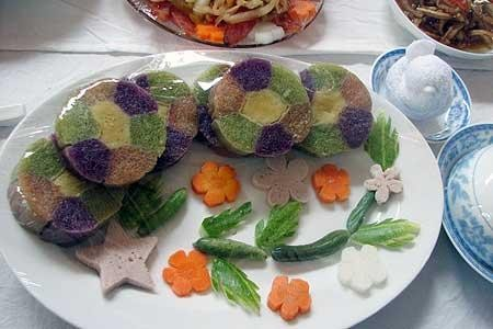 Vietnamese five-colored cylindrical sticky rice cake - ảnh 2