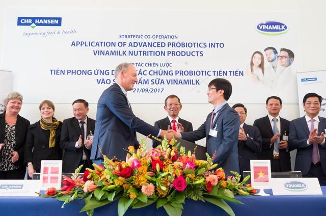 Vinamilk forms strategic cooperation with world's leading probiotics supplier  - ảnh 1