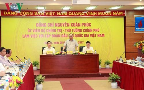 Primer ministro de Vietnam orienta el desarrollo de la corporación nacional de petróleo y gas - ảnh 1
