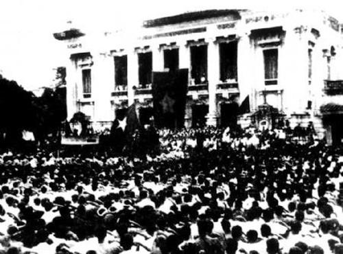 Periódicos de Vietnam publican artículos en conmemoración de los 72 años de la Revolución de Agosto - ảnh 1