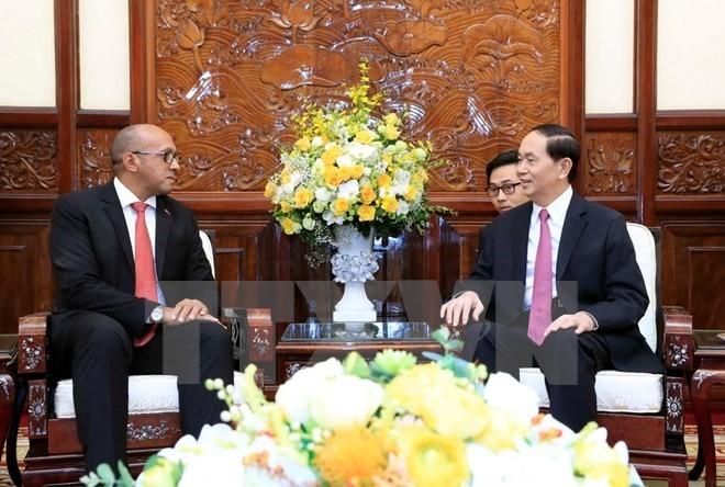 Embajador de Cuba realiza una visita de despedida al presidente de Vietnam - ảnh 1